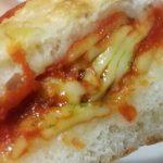 トマトとチーズの手包みピザ【セブンイレブン】