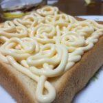 パンに塗ったマヨネーズがうどんに見えた(笑)
