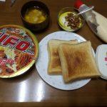 4枚切り食パンと日清のUFOな朝食