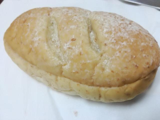 コッペパン ブルーベリージャム&レアチーズクリーム