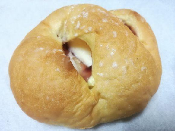 3種のベリーとチーズクリームのパン【セブンプレミアム】