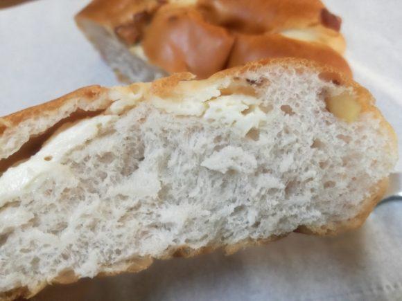 くるみパンカマンベールチーズクリーム入り【ヤマザキ】